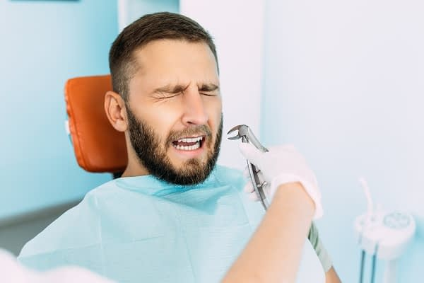 When To Go To The Emergency Dentist For An Infected Tooth